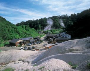 泥湯温泉の湯煙の写真素材 [FYI01928724]
