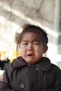 泣いている女の子の写真素材 [FYI01928856]