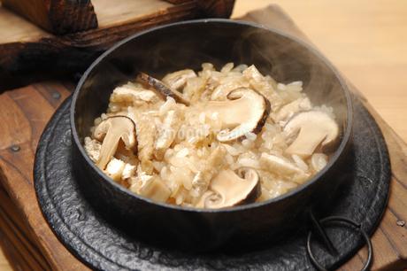 松茸ご飯の写真素材 [FYI01929004]