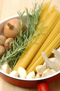パスタと野菜の写真素材 [FYI01929033]