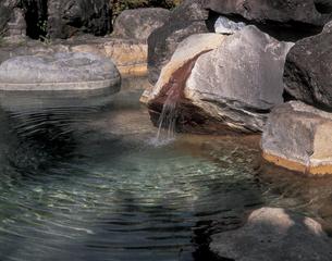 新穂高温泉の露天風呂の写真素材 [FYI01929045]