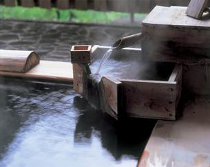 露天風呂の湯口の写真素材 [FYI01929175]