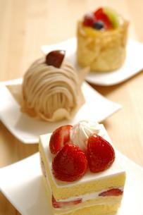 3種類のケーキの写真素材 [FYI01929741]