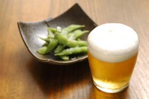 ビールと枝豆の写真素材 [FYI01929893]