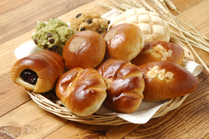 6種類のパンの写真素材 [FYI01930096]