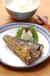 サバの塩焼きとご飯の写真素材 [FYI01930501]