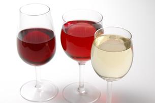 赤ワインと白ワインとロゼワインの写真素材 [FYI01930507]
