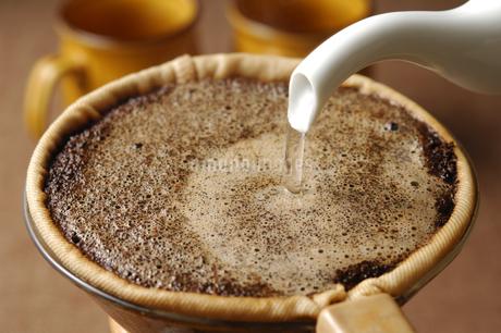 ドリップコーヒーの写真素材 [FYI01930724]