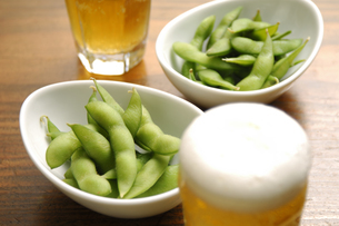 枝豆とビールの写真素材 [FYI01930829]