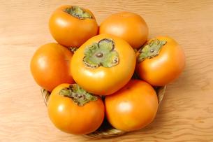 7個の柿(種無し)の写真素材 [FYI01931050]