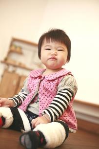 怒っている女の赤ちゃんの写真素材 [FYI01931326]