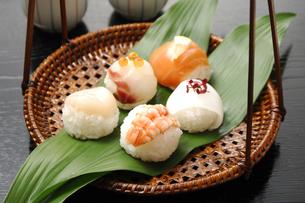 手まり寿司の写真素材 [FYI01931385]