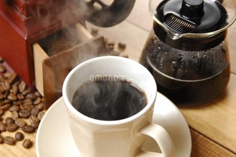 コーヒーとコーヒーミルの写真素材 [FYI01931572]