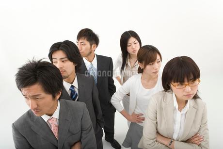 対立する男性3人と女性3人の写真素材 [FYI01932979]