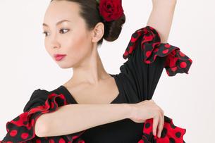 フラメンコを踊る女性の写真素材 [FYI01933410]