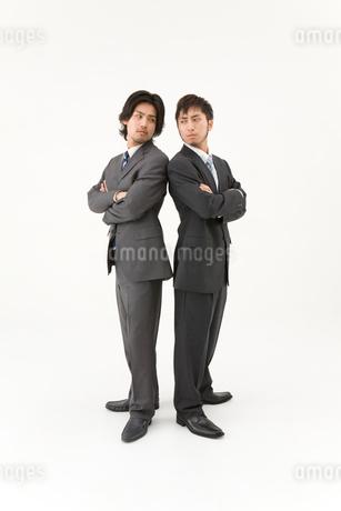 対立する男性2人の写真素材 [FYI01933636]