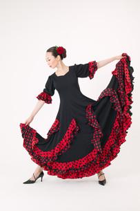 フラメンコを踊る女性の写真素材 [FYI01933719]