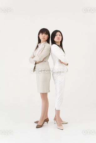 対立する女性2人の写真素材 [FYI01933900]