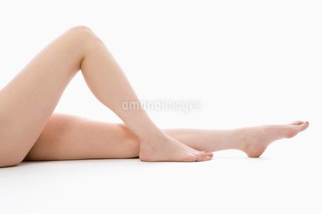 ヌードの女性の足の写真素材 [FYI01933993]