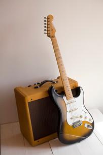 エレキギターとアンプの写真素材 [FYI01934395]