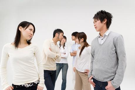 対立する若者達の写真素材 [FYI01934678]
