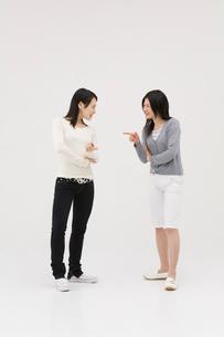 喧嘩する2人の女性の写真素材 [FYI01934918]