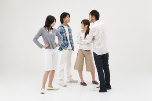 対立する若者達の写真素材 [FYI01935230]
