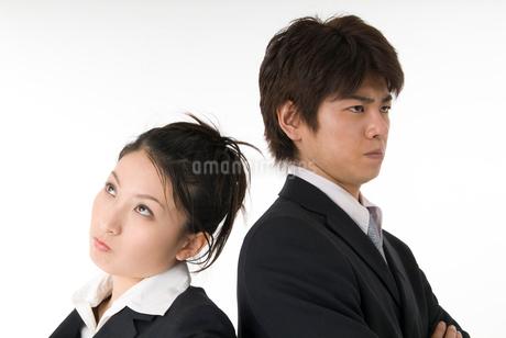 対立するスーツ姿の男女の写真素材 [FYI01935851]