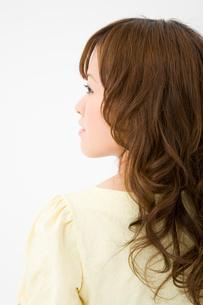 女性の横顔の写真素材 [FYI01936040]