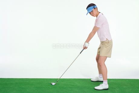 女性ゴルファーの写真素材 [FYI01936333]