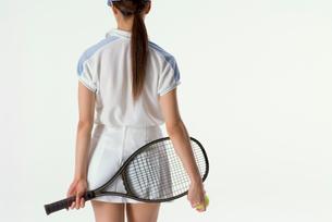 テニスをする女性の写真素材 [FYI01936338]
