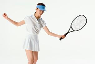 テニスをする女性の写真素材 [FYI01936410]