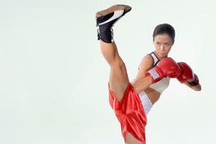 女性キックボクサーの写真素材 [FYI01936466]
