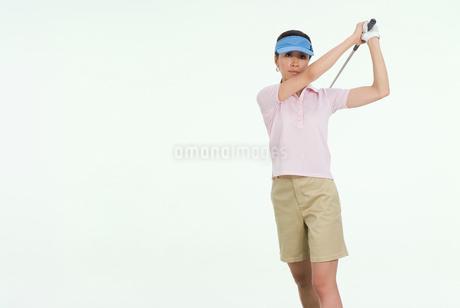 女性ゴルファーの写真素材 [FYI01937149]