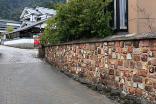 大川内山のトンバイ塀の写真素材 [FYI01943650]