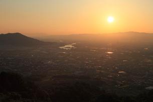 最初が峰から紀の川市街の夕景の写真素材 [FYI01944484]