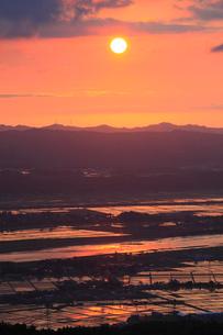 金倉山付近からの夕日の写真素材 [FYI01945164]
