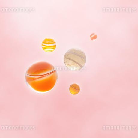 オレンジや色のビー玉の写真素材 [FYI01945654]