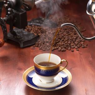コーヒーと豆の写真素材 [FYI01945813]