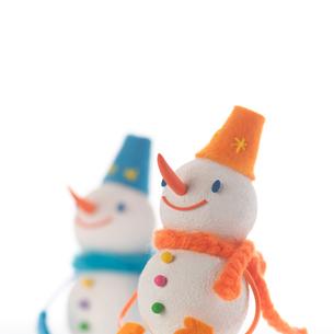 オレンジと青の雪だるま クラフトの写真素材 [FYI01945876]