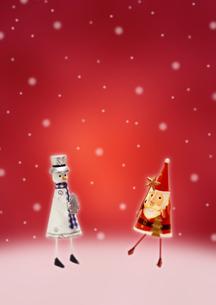 サンタとスノーマンのクリスマスのイメージの写真素材 [FYI01945976]