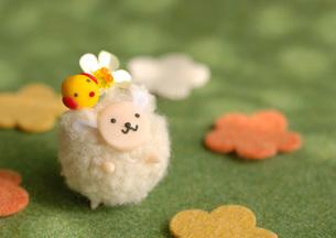 白い羊のクラフトの写真素材 [FYI01946054]