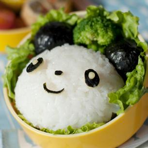 パンダのキャラクター弁当の写真素材 [FYI01946425]