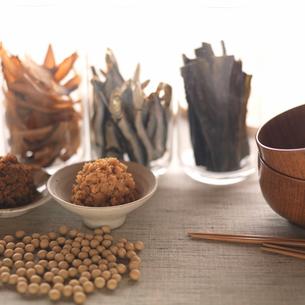 味噌汁の出汁のイメージの写真素材 [FYI01946463]