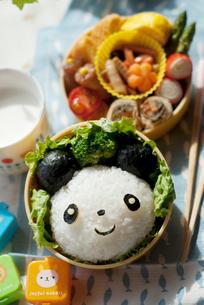 パンダのキャラクター弁当の写真素材 [FYI01946476]