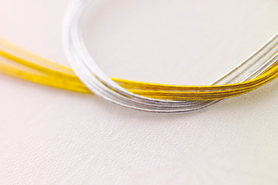 金と銀の水引きの写真素材 [FYI01946653]