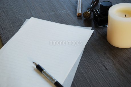 手紙とペンの写真素材 [FYI01946815]