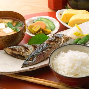 和朝食と秋刀魚の写真素材 [FYI01946865]
