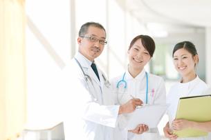 医師と看護師の写真素材 [FYI01947060]