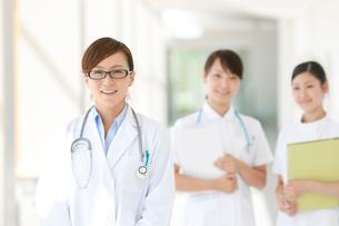 女医と看護師の写真素材 [FYI01947087]